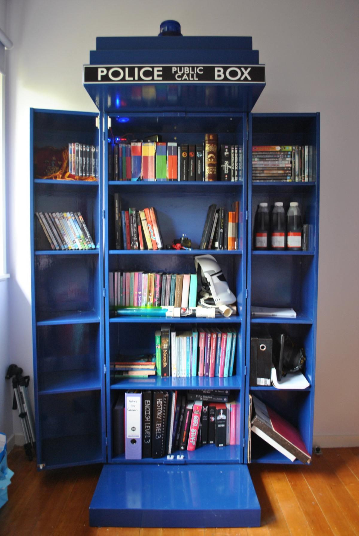 Tardis bookcase2 4jvj5P