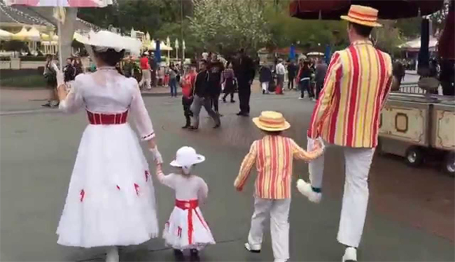 Dapper Days Costumed Bert and Mary with children