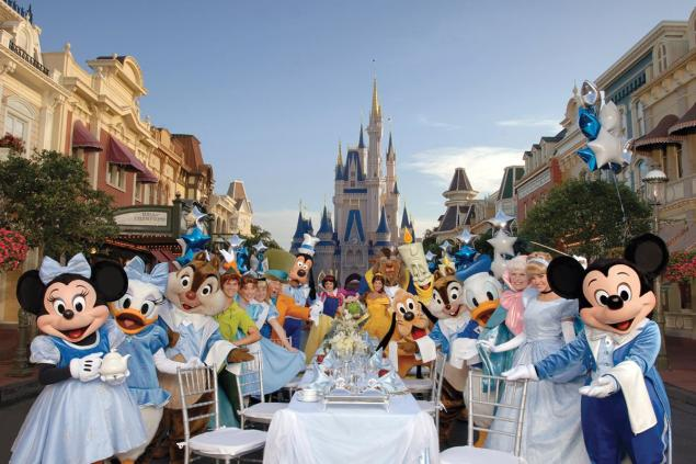 Mickey Friends Serve You