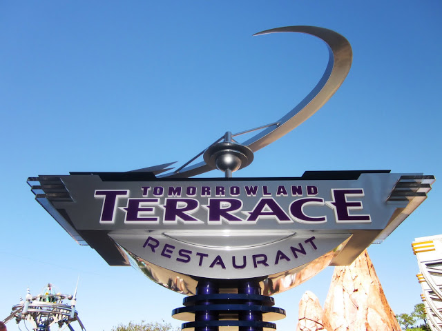 Tomorrowland Terrace Quick Service sign view