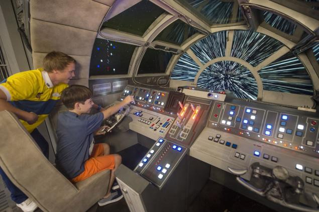 WDW HS Star Wars Land Millenium Falcon Ride cockpit